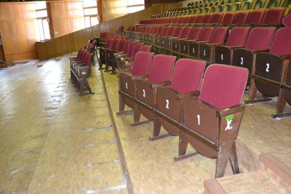 fec9fc574 Jediné kino v okrese Levice Junior rekonštruujú, kedy ho opäť otvoria, je  otázne