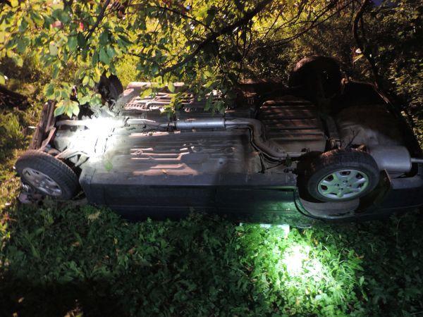 V Pukanci opitý mladík z Maďarska ukradol auto, hneď za ulicou s ním však havaroval